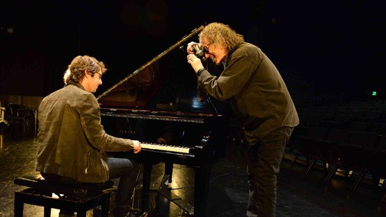 Press groban piano mickrock e1438402430391